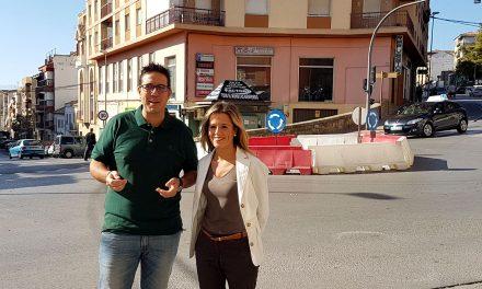Rotonda provisional para mejorar el tráfico en la intersección que comunica las avenidas Antonio Machada y Libertad y la calle Pintor Juan Esteban