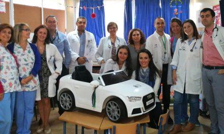 Los pacientes infantiles del Hospital de Úbeda se desplazan al quirófano en un coche eléctrico