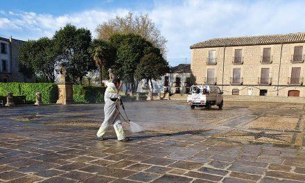 CRISIS CORONAVIRUS | Úbeda sigue con la higienización y desinfección de sus calles y plazas