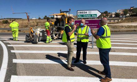 La Consejería de Fomento destina un millón de euros en la señalización de 47 carreteras