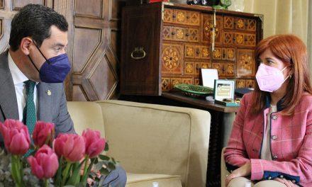 La alcaldesa de Úbeda expone las necesidades de la ciudad al presidente de la Junta en su visita oficial