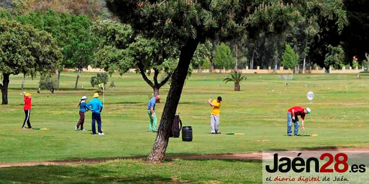 Golf público, accesible y para todos en el Parque Deportivo 'La Garza' de Linares