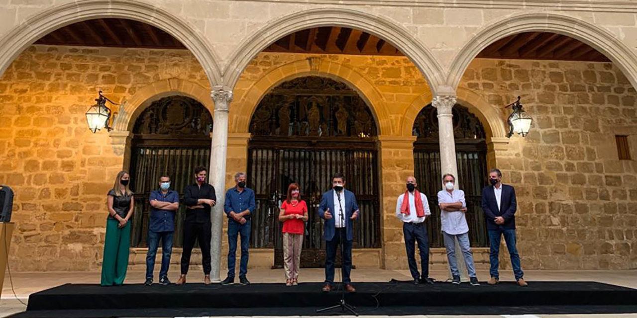 Reyes inaugura en Úbeda una muestra con obras de cinco de los mejores artistas contemporáneos jiennenses